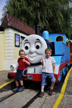 thomas the tank engine visit thomas at drusillas uk